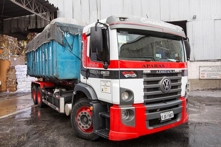Caminhão Roll-on preparado para descarregar