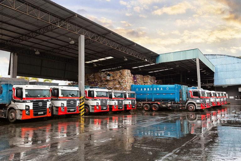 Frota de caminhões com a visão dos diferentes equipamentos